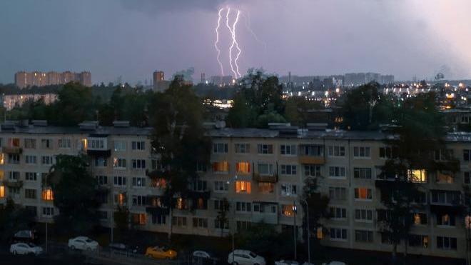 Петербург готовится к шторму во второй половине дня