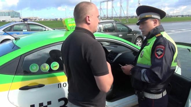 ГИБДД проверила таксистов Петербурга: нашли опасные машины и водителей-нелегалов