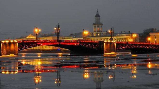 Дворцовый мост подсветят красным цветом в честь китайского нового года