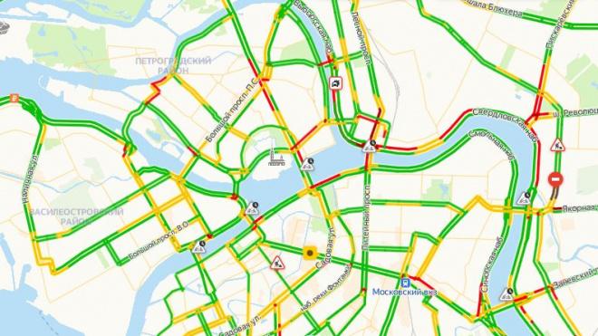 Утром в Петербурге автомобильные пробки составили 3 балла