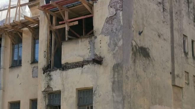 Активисты обратили внимание на перестройку доходного дома на Васильевском острове
