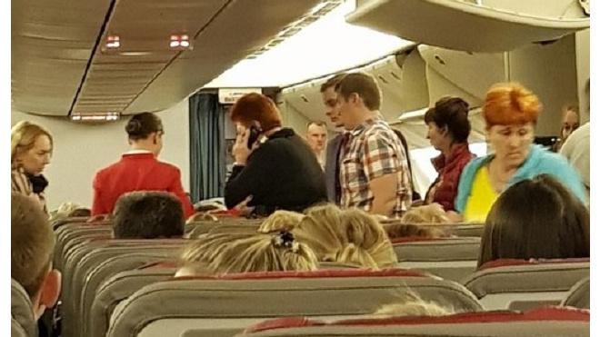 Вылет самолета из Петербурга в Анталью задержали из-за плохого самочувствия пассажира