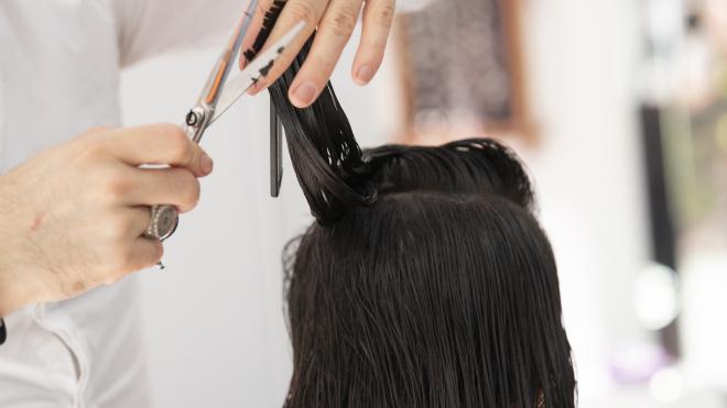 Петербургские парикмахеры и маникюрщики просят Смольный о помощи