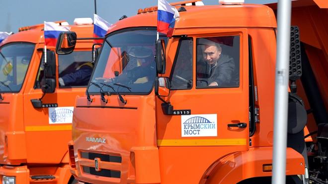 У Владимира Путина есть права на управление грузовиком