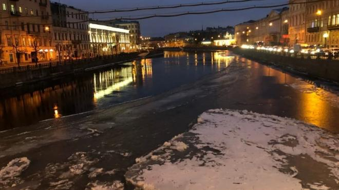 Петербуржцев просят оставаться дома из-за надвигающегося снегопада
