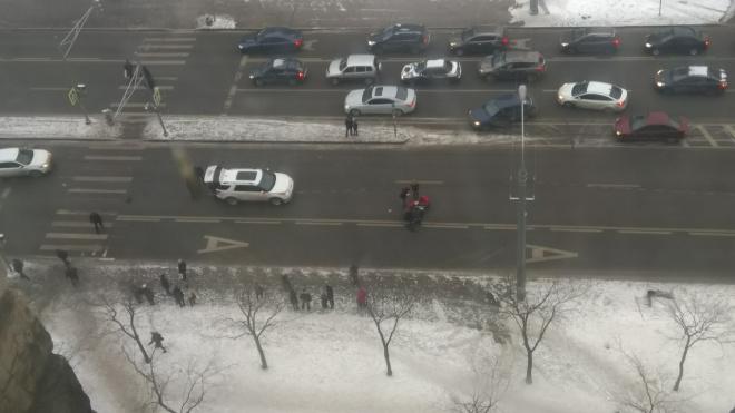 """В Петербурге машина сбила женщину с детьми на """"зебре"""""""