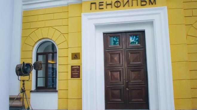 """Неизвестные подожгли ворота павильона киностудии""""Ленфильм"""""""
