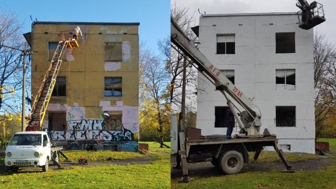 """На художников из арт-группы """"Явь"""" пожаловались в полицию за попытку разрисовать заброшенное здание"""
