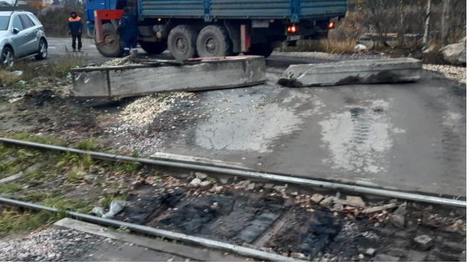В Гатчинском районе ликвидировали незаконный железнодорожный переезд
