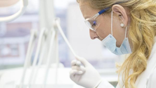 Более 7 тыс. медиков получили выплаты за помощь больным коронавирусом в Петербурге