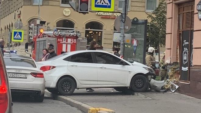 """На Васильевском острове """"Хендай"""" сбил женщину по пути в пекарню"""