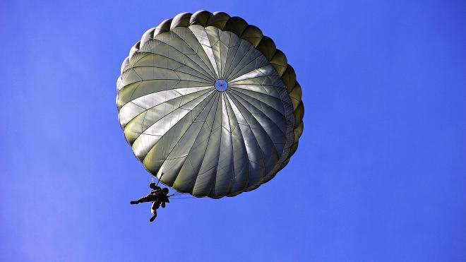 Суд оштрафовал руководителя аэроклуба за травмированного парашютиста