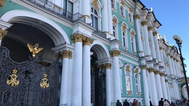 """На Дворцовой показали иномарки чемпионов """"Формулы-1"""""""