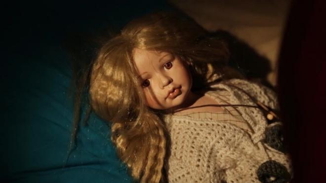 """Петербурженка превратила дочь-инвалида в """"живой скелет"""": ее морили голодом и держали под диваном"""