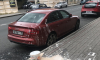 На Чкаловском маляр залил краской припаркованную Audi