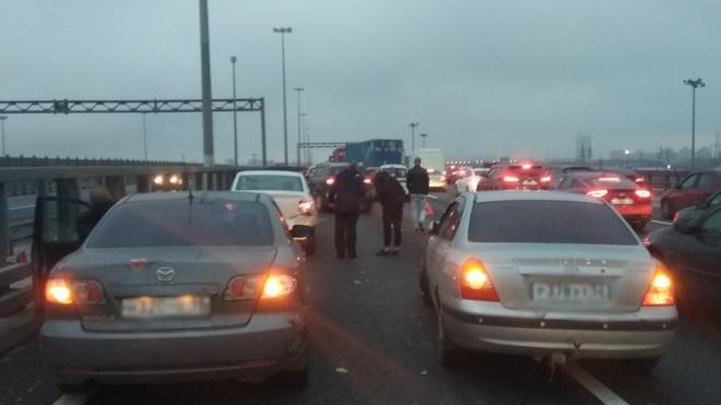 На внешнем кольце КАД столкнулись пять автомобилей