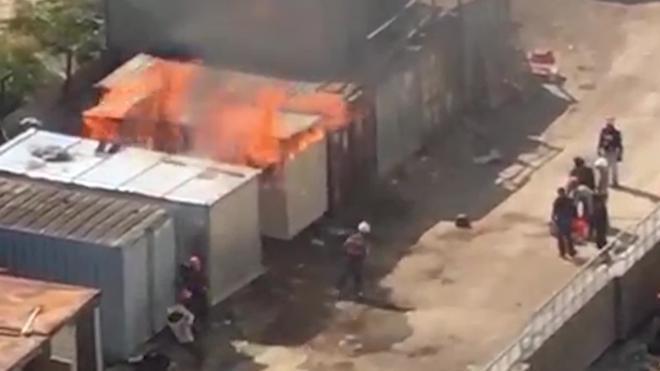 Видео: около стройплощадки на Парнасе произошел пожар
