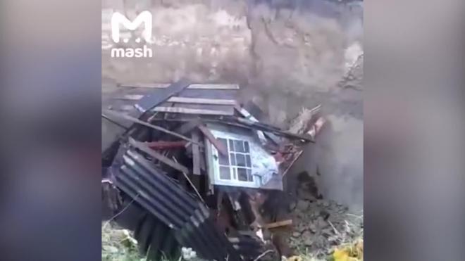 В Брянской области жилой дом провалился сквозь землю