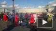 Петербуржцы встали в хоровод на Дворцовой площади