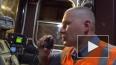 Упавшего на рельсы в московском метро мужчину с трудом ...