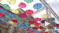 Петербуржцы сделали первые селфи с «Парящими зонтиками»