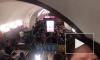"""Видео: в """"час пик"""" на у эскалатора на """"Площади Восстания"""" образовалась очередь"""