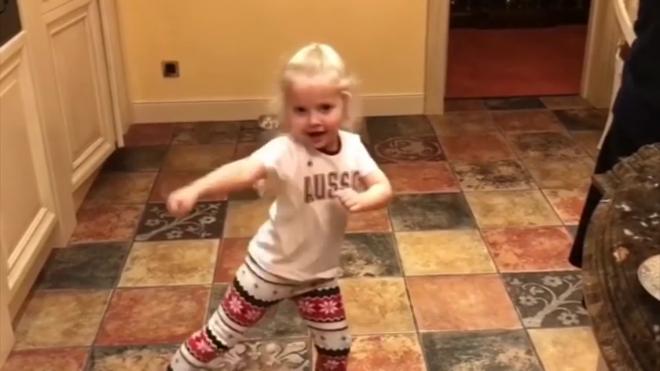 Пугачева показала дочери мощный удар каратэ ногой
