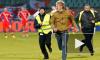 Матч Люксембург-Россия: наши фанаты дрались, жгли файеры и бегали по полю
