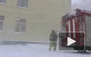 5 минут на эвакуацию. Спасатели освобождали детей из учебного огненного плена