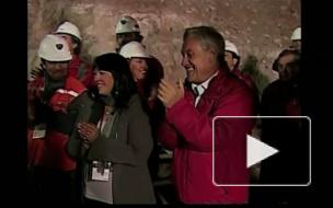 Чилийский президент подарил британской королеве камень из шахты.