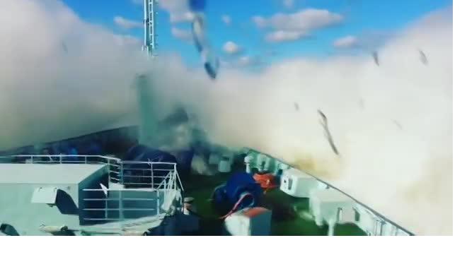 "Петербургский шторм настиг ледокол ""Арктика"""
