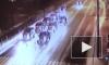 Видео из Москвы: Самосвал протаранил легковушки на светофоре и уехал