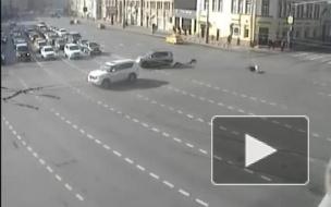 Появилось видео аварии в центре Москвы с участием мотоцикла, но без наездника