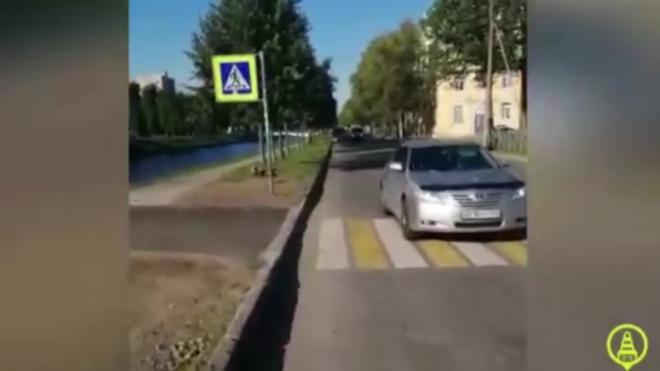 В Колпино иномарка сбила школьницу на переходе