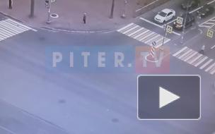 Видео: момент ДТП на пересечении проспектов Просвещения и Демьяна Бедного