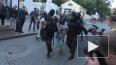 Стало известно имя полицейского, ударившего активистку ...