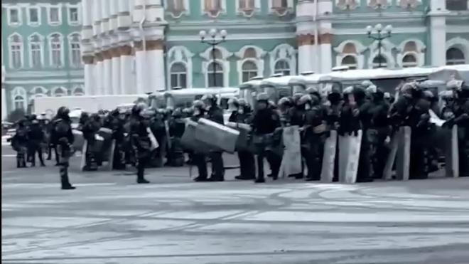 Видео: сотрудники Росгвардии собрались на Дворцовой площади