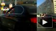 Видео: маленький ребенок ехал за рулем элитной иномарки