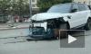 Видео: на проспекте Славы Range Rover снес ограждение и вылетел на встречку