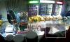 """В Усть-Куте продавщица магазина """"24 часа"""" побила бутылкой грабителей: видео взорвало интернет"""