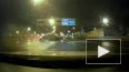 Видео: BMW на большой скорости развернуло на КАД на 180 ...