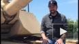 Чак Норрис восхитил поклонников, посидев на танке Abrams