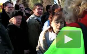 Дорвалась! На торжественном митинге петербурженка, миновав охрану, ринулась к губернатору.