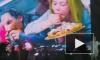 Видео: Линдеманн на концерте в Петербурге кидал в фанатов торты и сырую рыбу