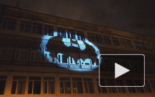 На стене дома в Петербурге появился бэт-сигнал