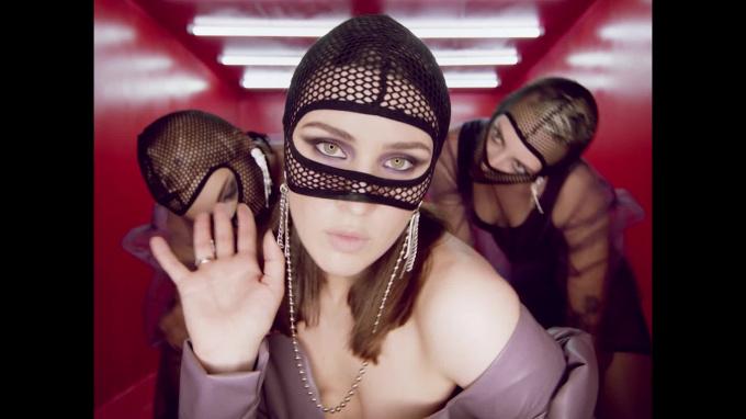 MARUV (певица Анна Корсун) – песни и клипы, биография и фото из личной жизни артистки