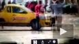 Видео: в Мексике водитель наехал на полицейских во ...