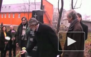 Май  в ноябре. Памятник   преподавателю Карлу  Маю открыли  на  его могиле