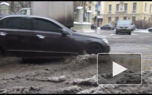 Вода пошла по Аптекарскому и улице Попова