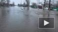 Талые воды затопили проспект Маршала Блюхера